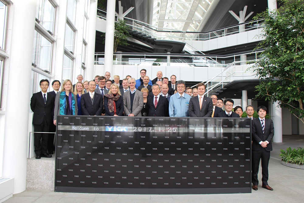 The whole delegation visiting YKK on Wednesday last week. Tahe, CEO of YKK, the minister ant the Norwegian Amabassador in front row.