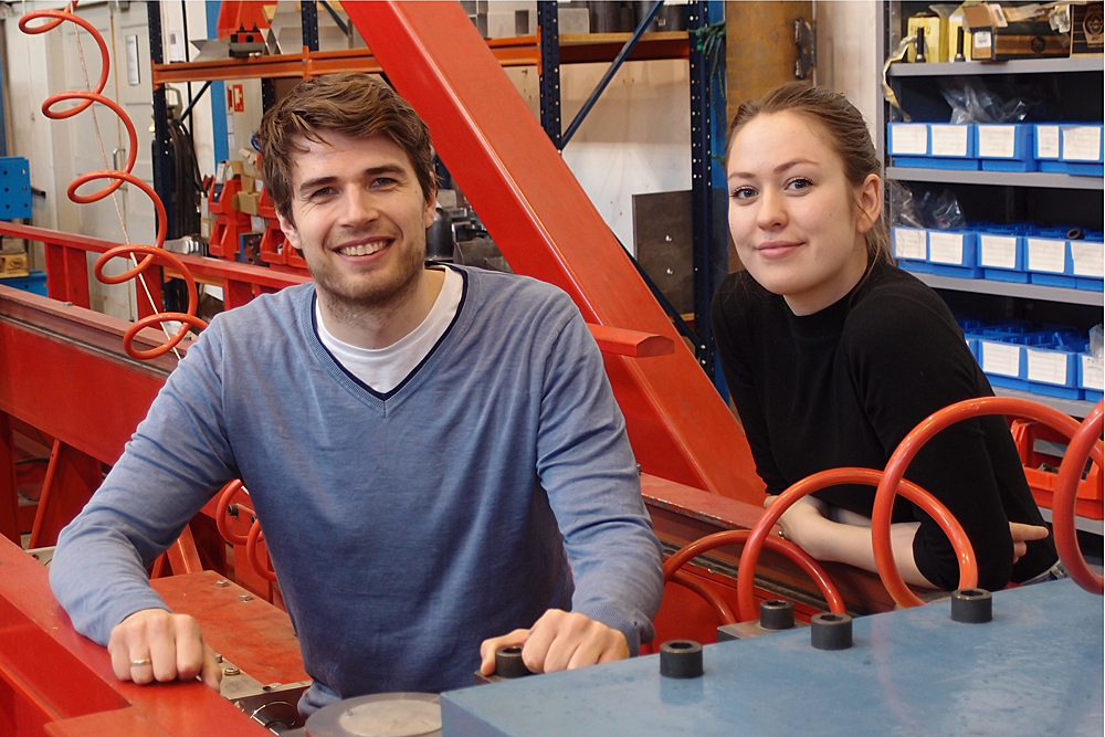 Erik Løhre Grimsmo and Karoline Osnes in the lab before leaving for Norway's most authoritative conference on security. Photo: Albert H. Collett.