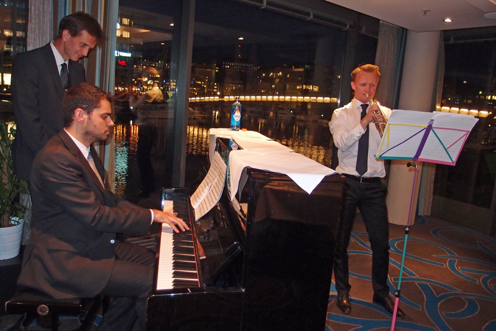 SFI CASA Post doc Miguel Costas on piano and PhD candidate Henrik Granum on trumpet impressed the banquet with their performance. Professor Arild Holm Clausen helped with the music sheets. Photo: Albert H. Collett.