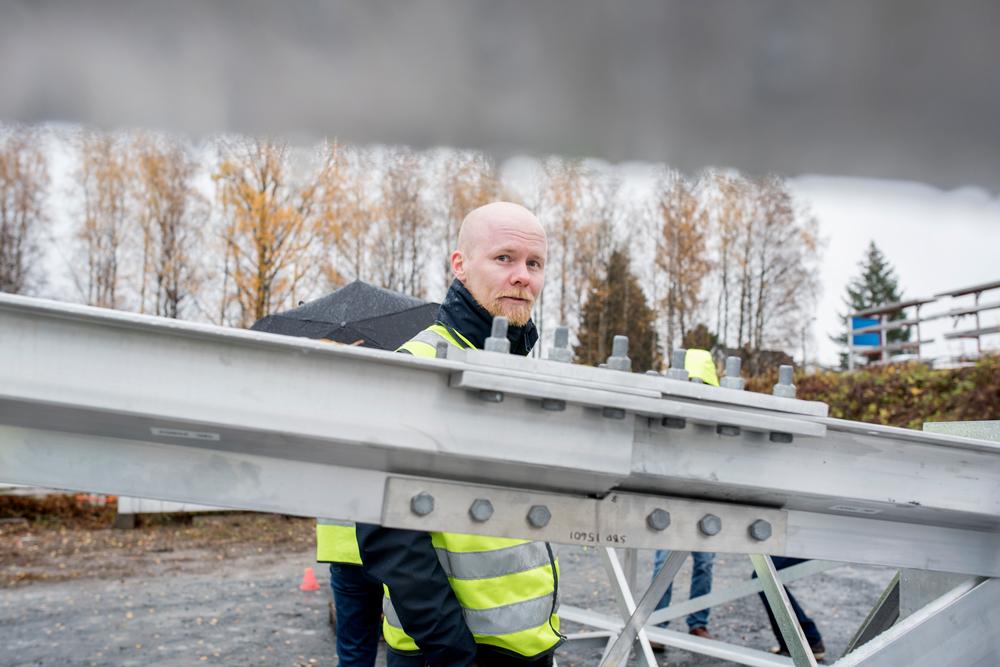 NTNU researcher Marius Andersen studied thin-walled aluminium tubes as part of the AluMast project. Photo: Lena Knutli.