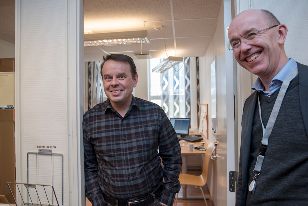 Researh Engineer Bjørn Olsson (left) collaborates closely with Associate Professor David Morin at CASA, while Vice President Innovation & Technology Ole Daaland (right) represents Hydro on CASA's board. Photo: Lena Knutli.