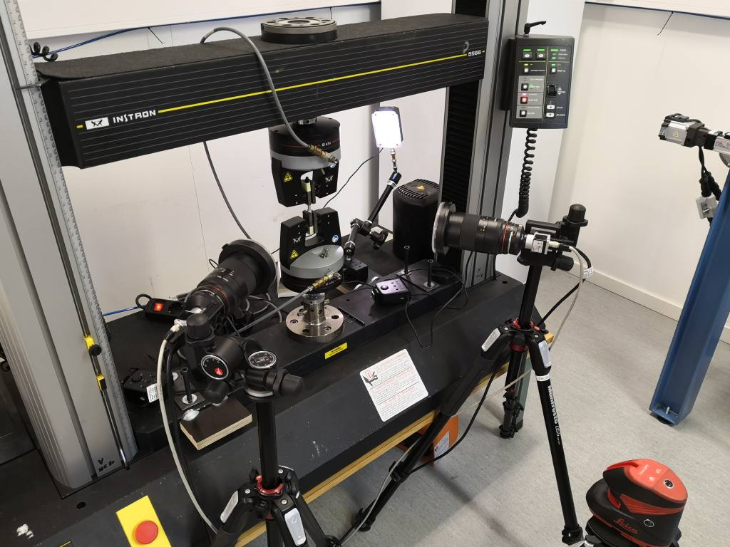 Experimental test set up with video cameras