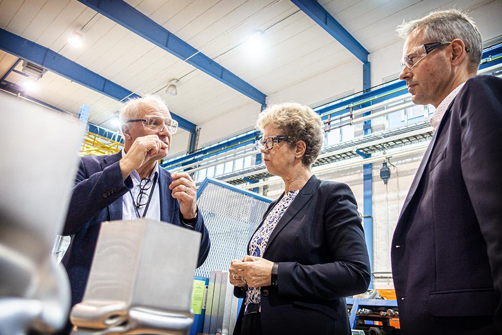 Three people studying aluminioum profiles